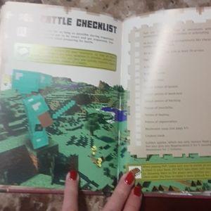 Minecraft Other - Minecraft Combat Handbook Hardback GUC